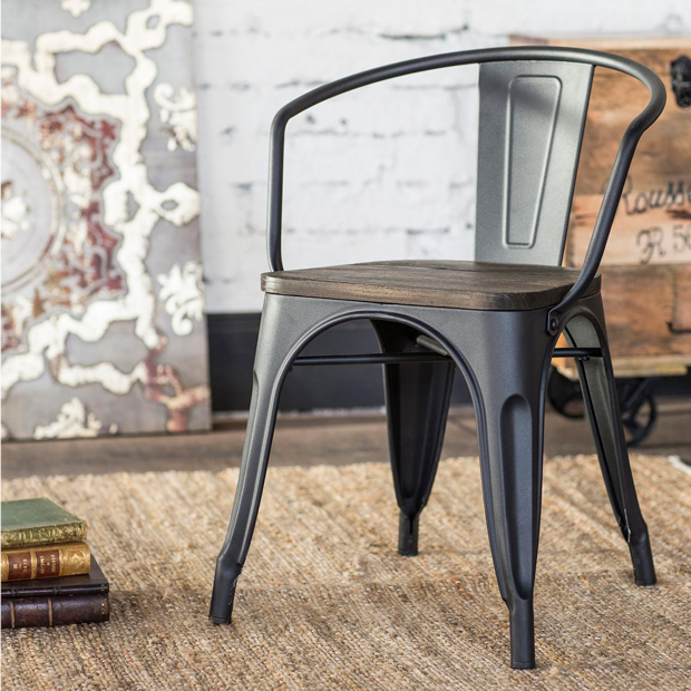 clés pour décorer une chaise en métal de style industriel tolix homy